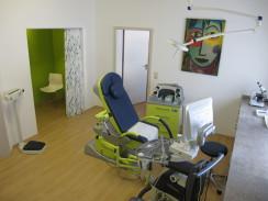 Dr. Schreyer Behandlungszimmer, Bild Frauenarztpraxis, Freising Gynäkologe